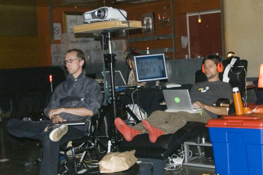 Douglas avec capteur de respiration et Julien avec des chaussons orange